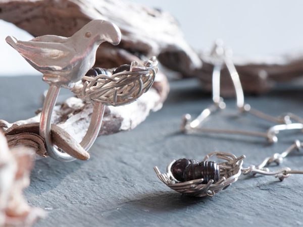 A truly unique jewellery set, the Winter Nest makes a statement.